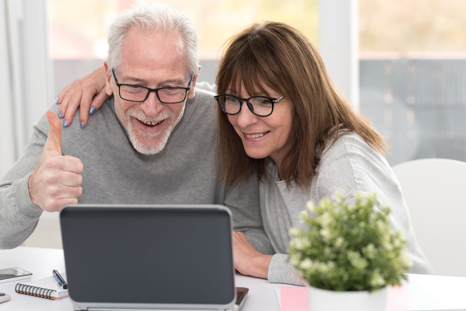 Happy-couple-working-from-home-entrepreneurs.jpg