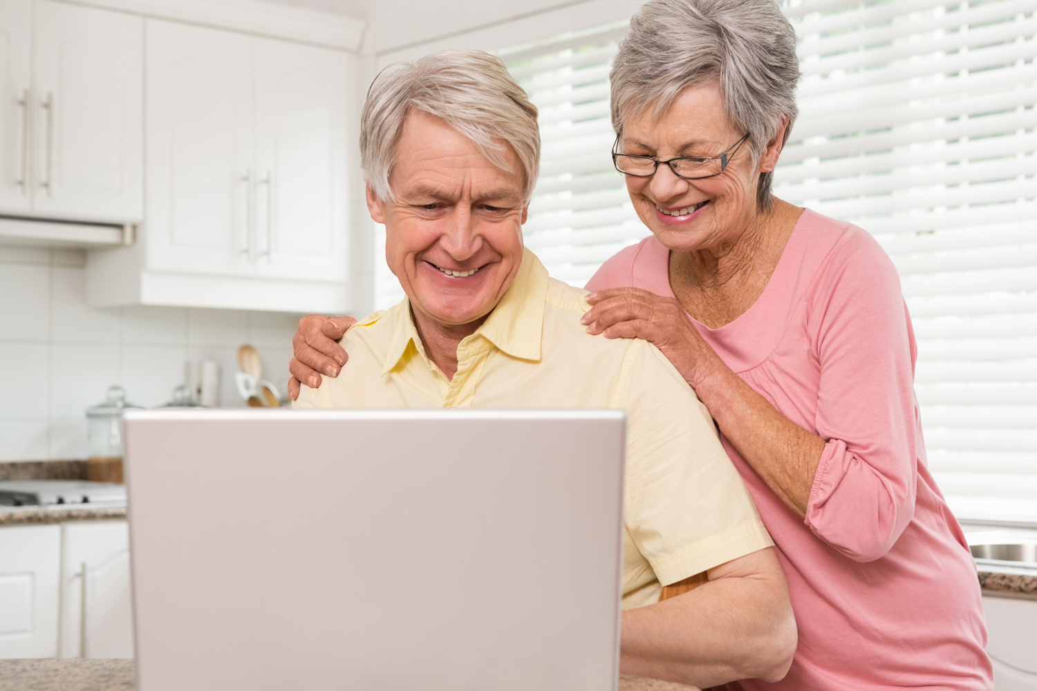 Mature-couple-in-the-kitchen-with-laptop-happy.jpg