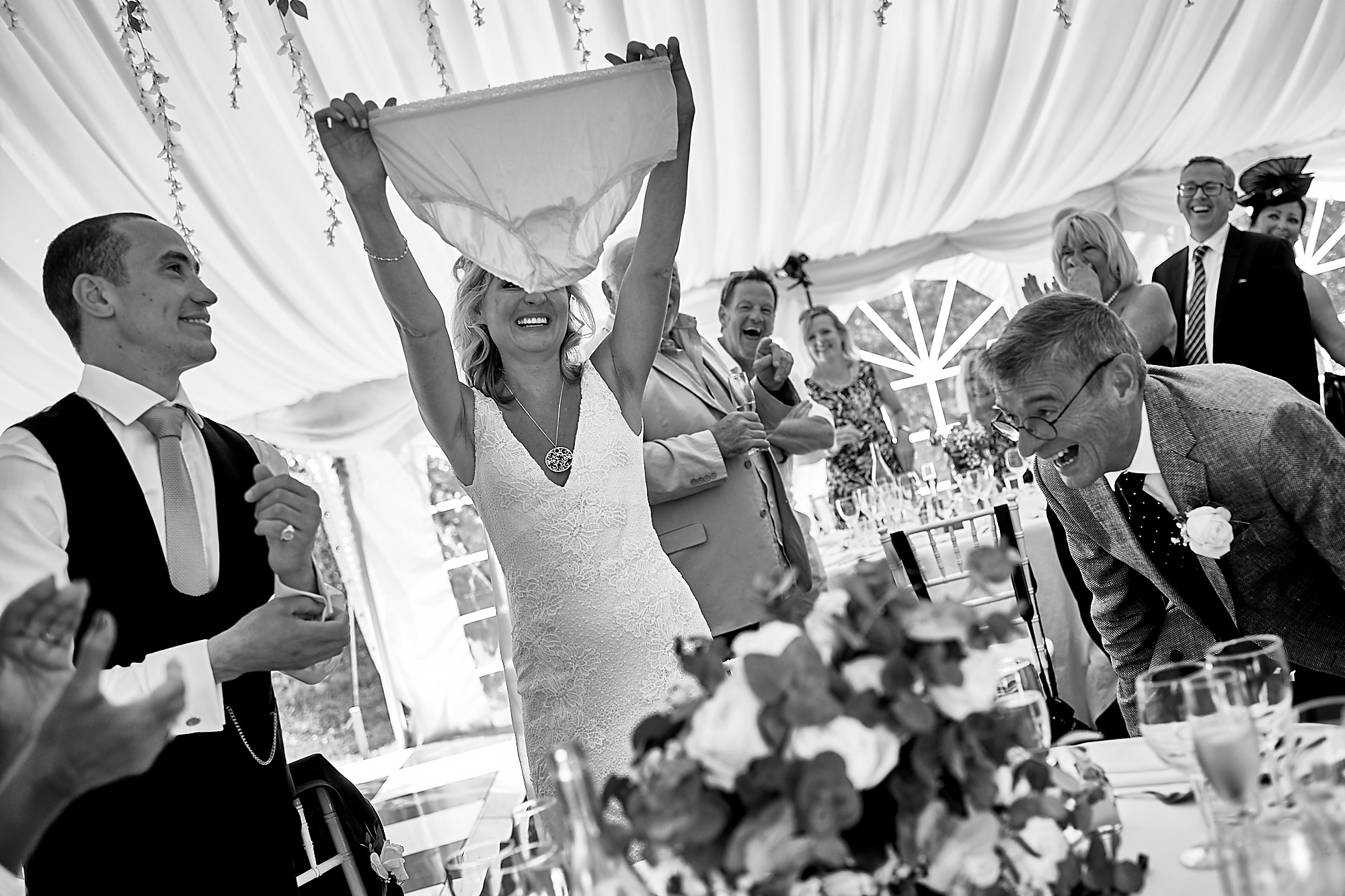 Funny moments Wedding at Chateau la Durantie Dordogne, France. Wedding photographer in Clermont-Ferrand Bordeaux