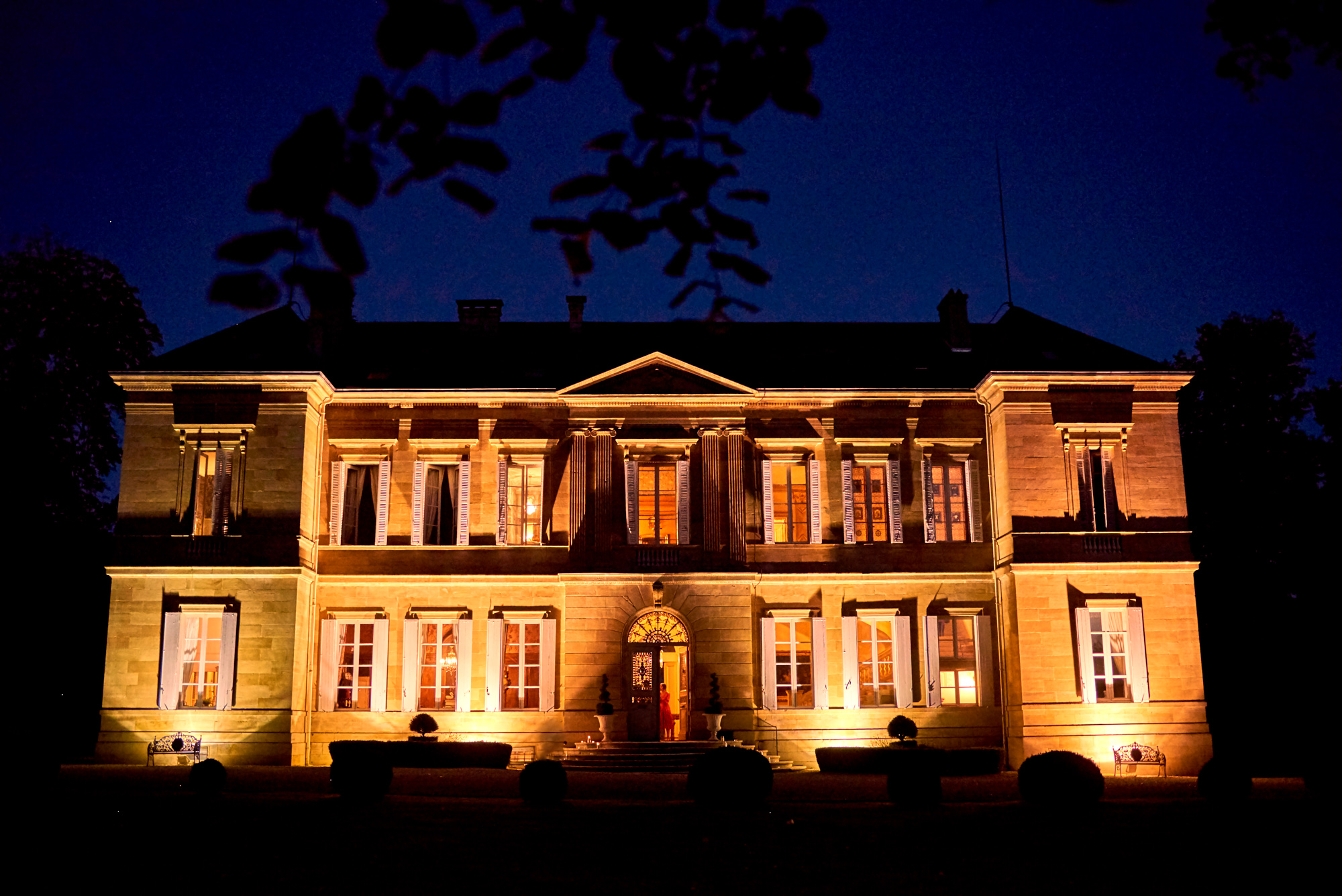 Castle by night Wedding at Chateau la Durantie Dordogne, France. Wedding photographer in Clermont-Ferrand Bordeaux