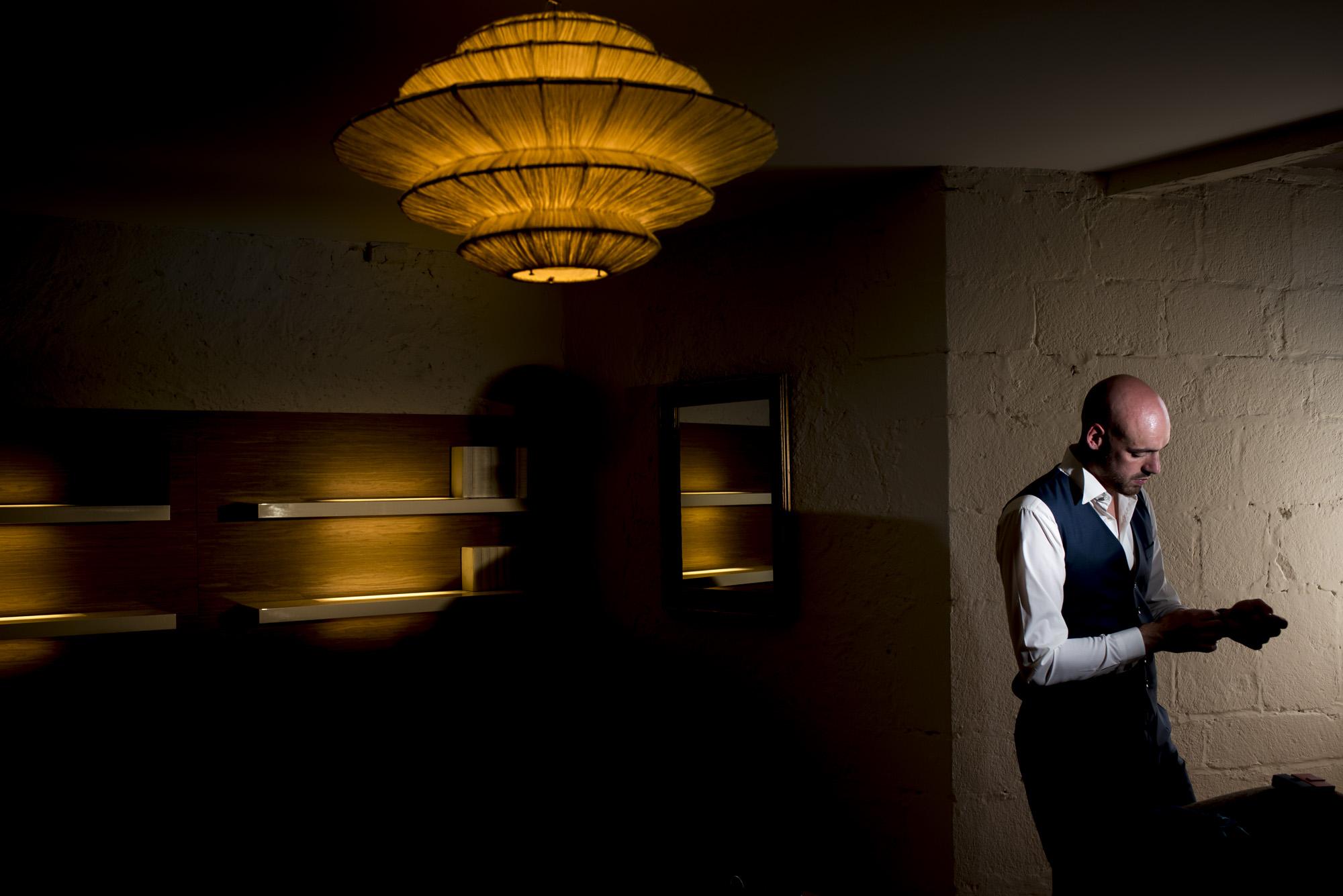 Préparatifs du marié | Mariage au château des Martinanche | Photographe de mariage Issoire