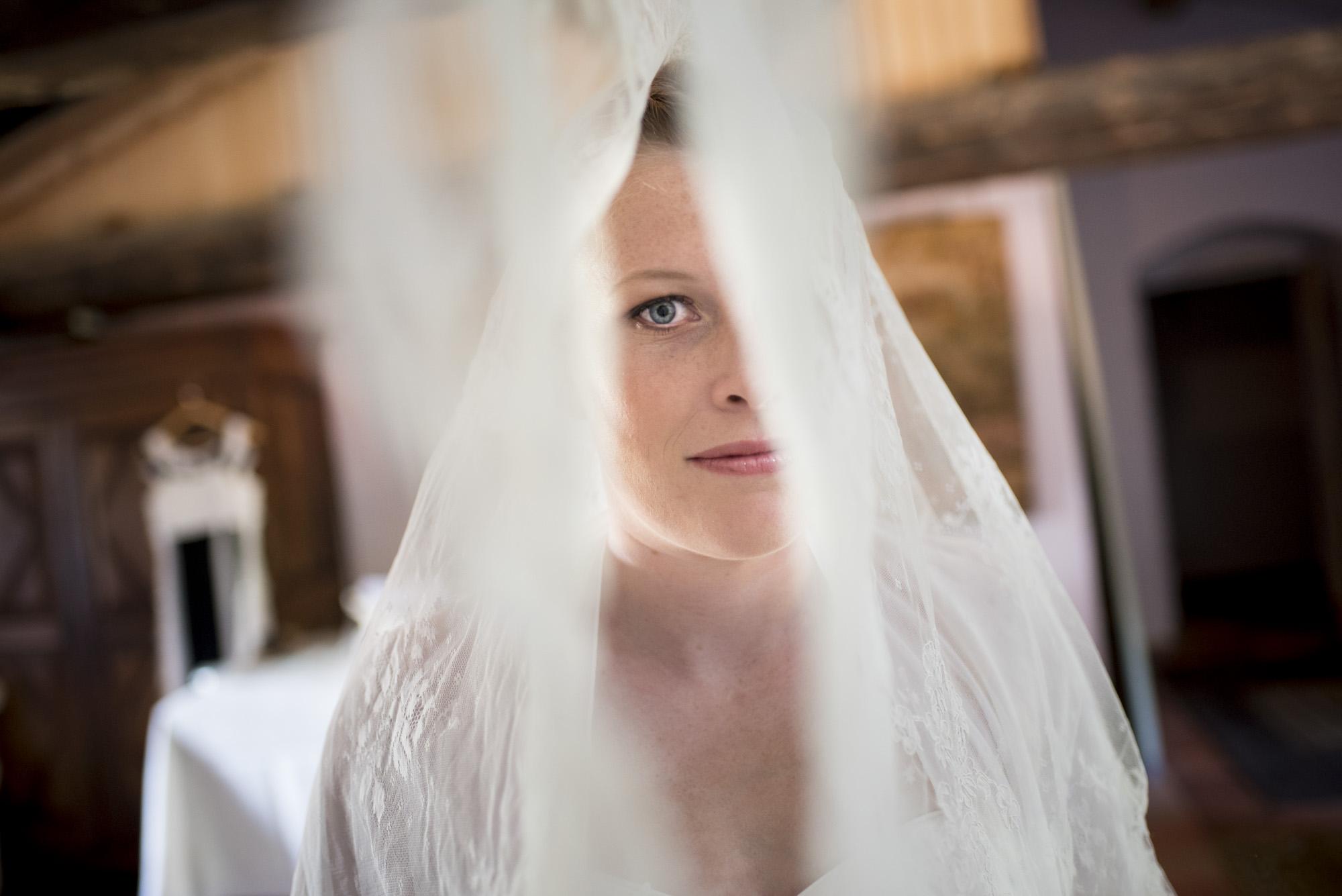 Le voile de la mariée | Mariage au château des Martinanche | Photographe de mariage Issoire