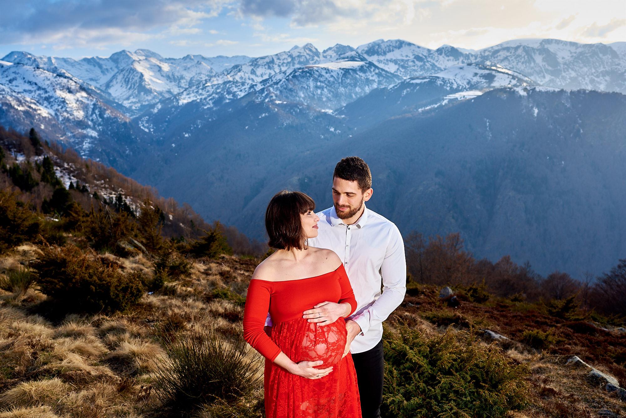 Séance photo grossesse dans les Pyrénées en Ariège - Montagnes