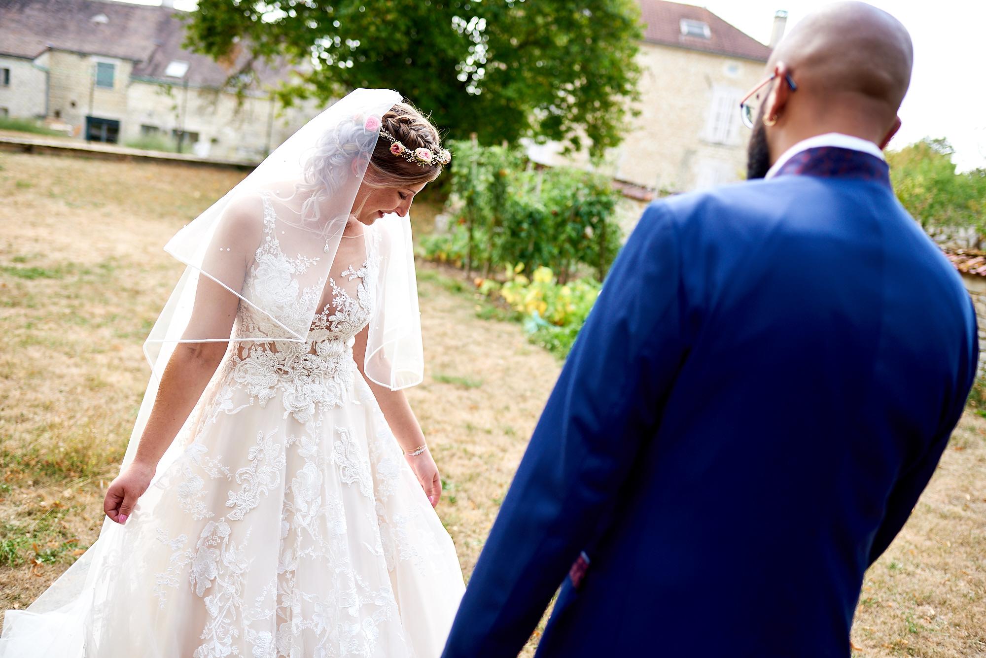 Photographe de mariage à Auxerre en Bourgogne-Franche-Comté | Premiers regards