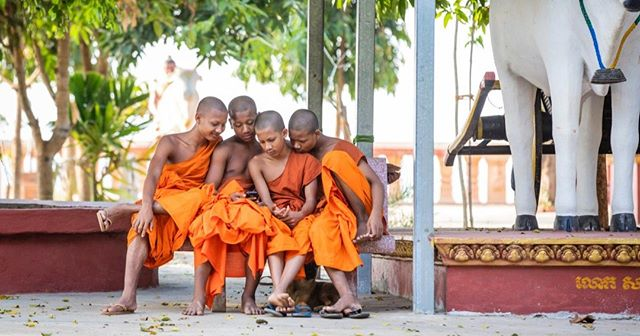 Friendship in the countryside @aktravel_usa ⁣ ⁣ #monastry #monks #cambodia #countryside #wheresweiler