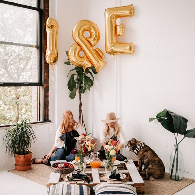 Congratulations to these two beauties (and Frankie 🐶:) on their new biz venture! We love seeing vision translated into reality. Beautifully captured by @peaksxpinescollective
