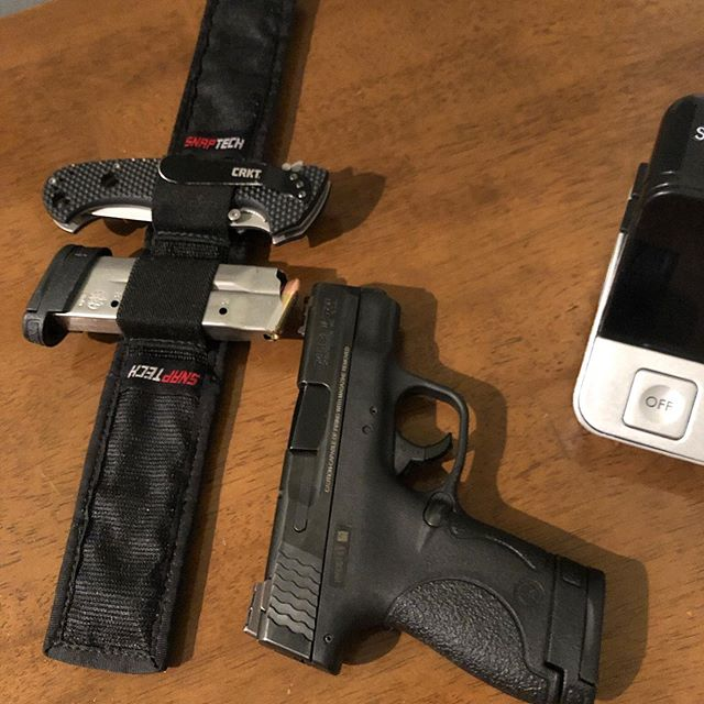 Bedside setup. - Tell us a faster way to gear up in the middle of the night while keeping your hands free while you're half naked- we'll wait. 💯 *Note: for those of you who run with the Rifle or Shotgun option, the Wristmag can attach a tourniquet & knife to you in less than a second as well while keeping your hand free.  Food for thought. - #guns #gun #pistols #pistol #handguns #handgun #revolvers #revolver