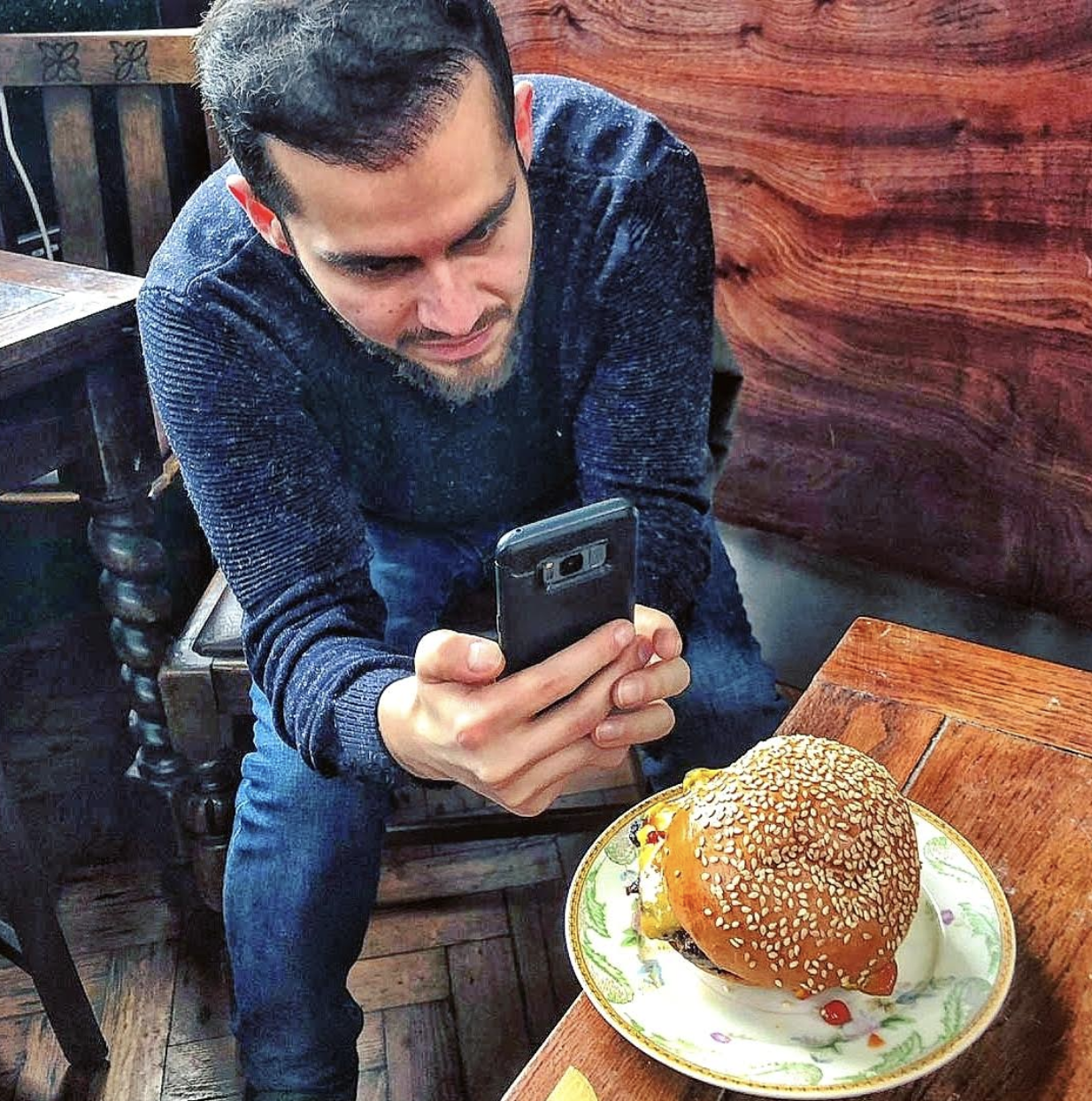 #burgersearcher - Food Blogger & PhotographerFind me: Instagram