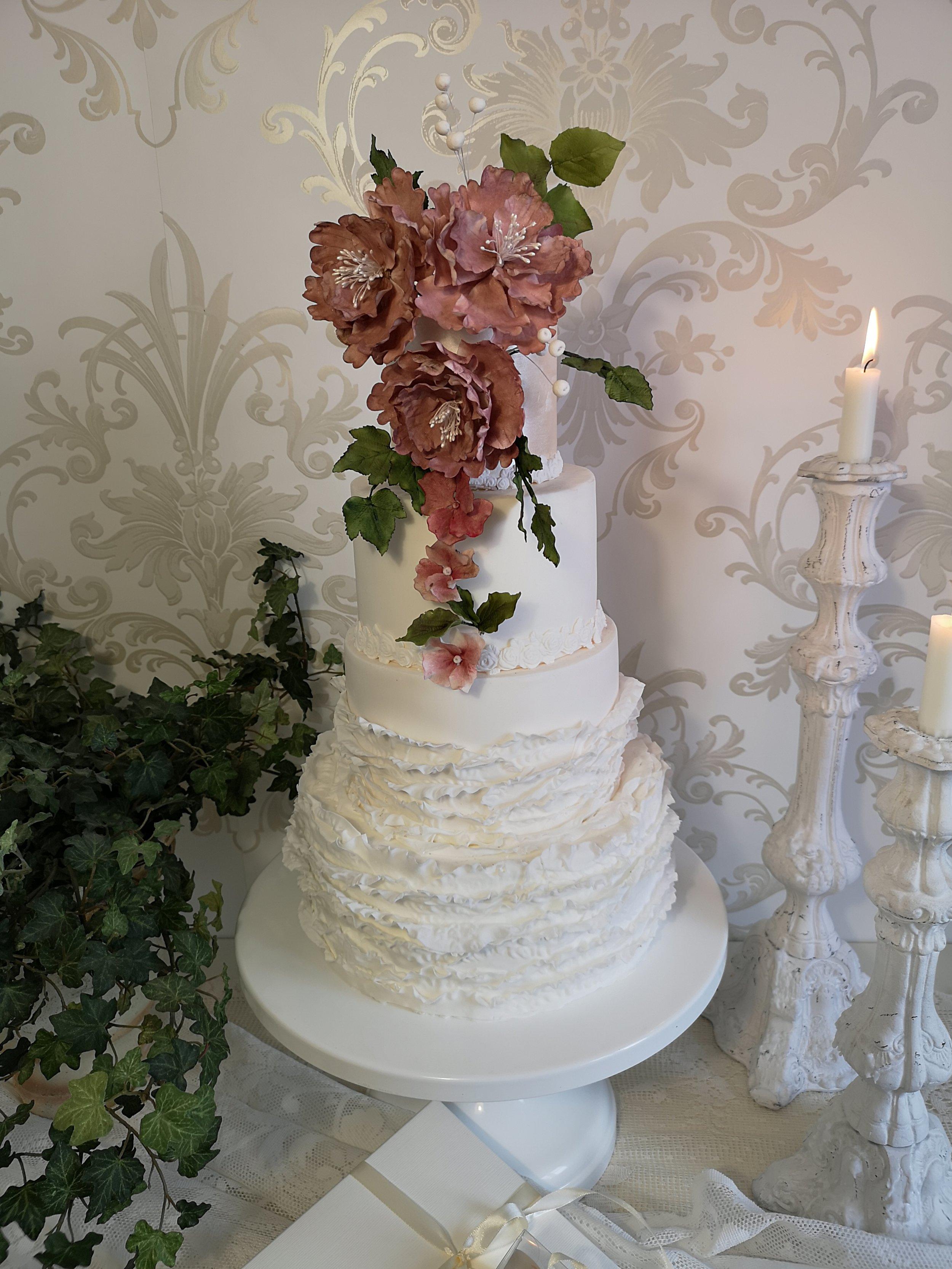 Bröllopstårta 2019.jpg