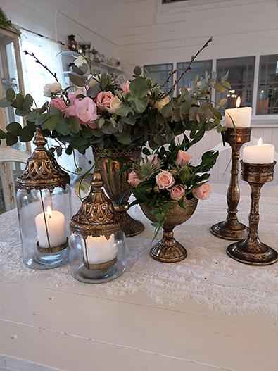 Bröllopsdekor - Vi kommer från 2020 ha massor med vackra saker att hyra ut !  Nytt är Porslin, även Vintage porslin, glas,  bestick, vaser, ljuslyktor, ljusstakar. Runda stora 3 m dukar / . Fyrk.dukar 140x220  . Linne servetter i Gammalrosa , vitt, natur, ljusgrå.Massor av bilder kommer inom kort !