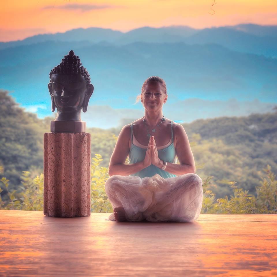 Coaching_Offthecurb_Lynn Bittner von Schneidau yoga.jpg