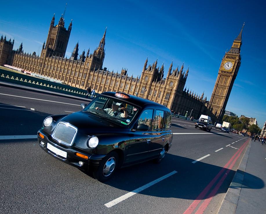 Taxi London shutterstock_19068898.jpg