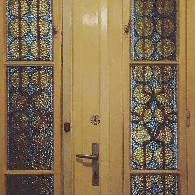 Love the stained glass window colours in the entrance hall to apartment in Budapest #colourscheme #colourconsultant #interiorstyling #hallways #elegance #oxfordshire #doors #riminib #thecotswolds #bedandbreakfast
