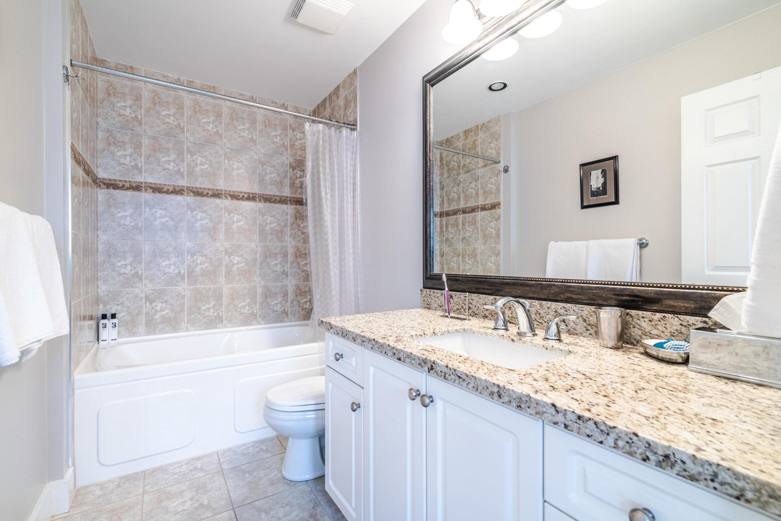 843 Keefer St Vancouver BC V6A-012-004-Bathroom-MLS_Size.jpg