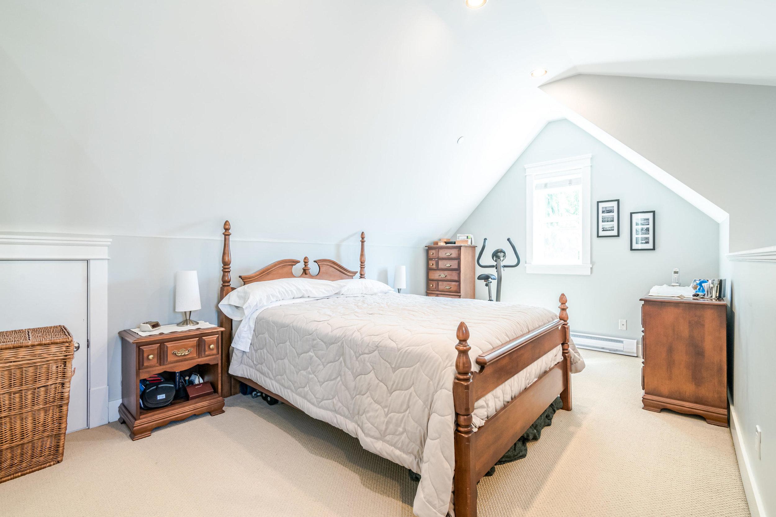 843 Keefer St Vancouver BC V6A-016-002-Master Bedroom-MLS_Size.jpg