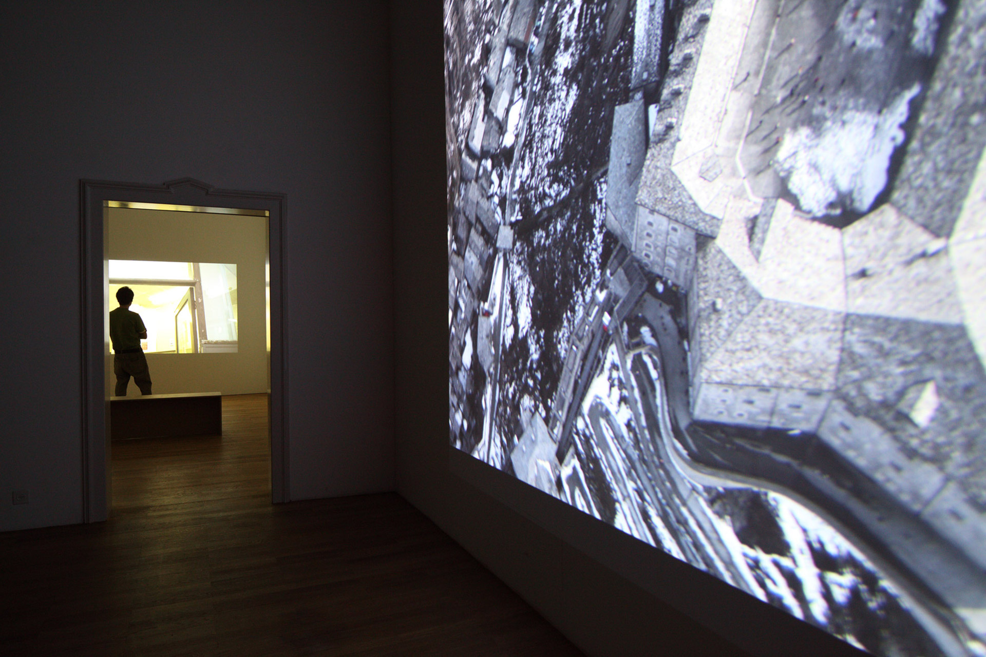 Mark-Lewis-Kunsthalle-Winterthur-2011-2.jpg