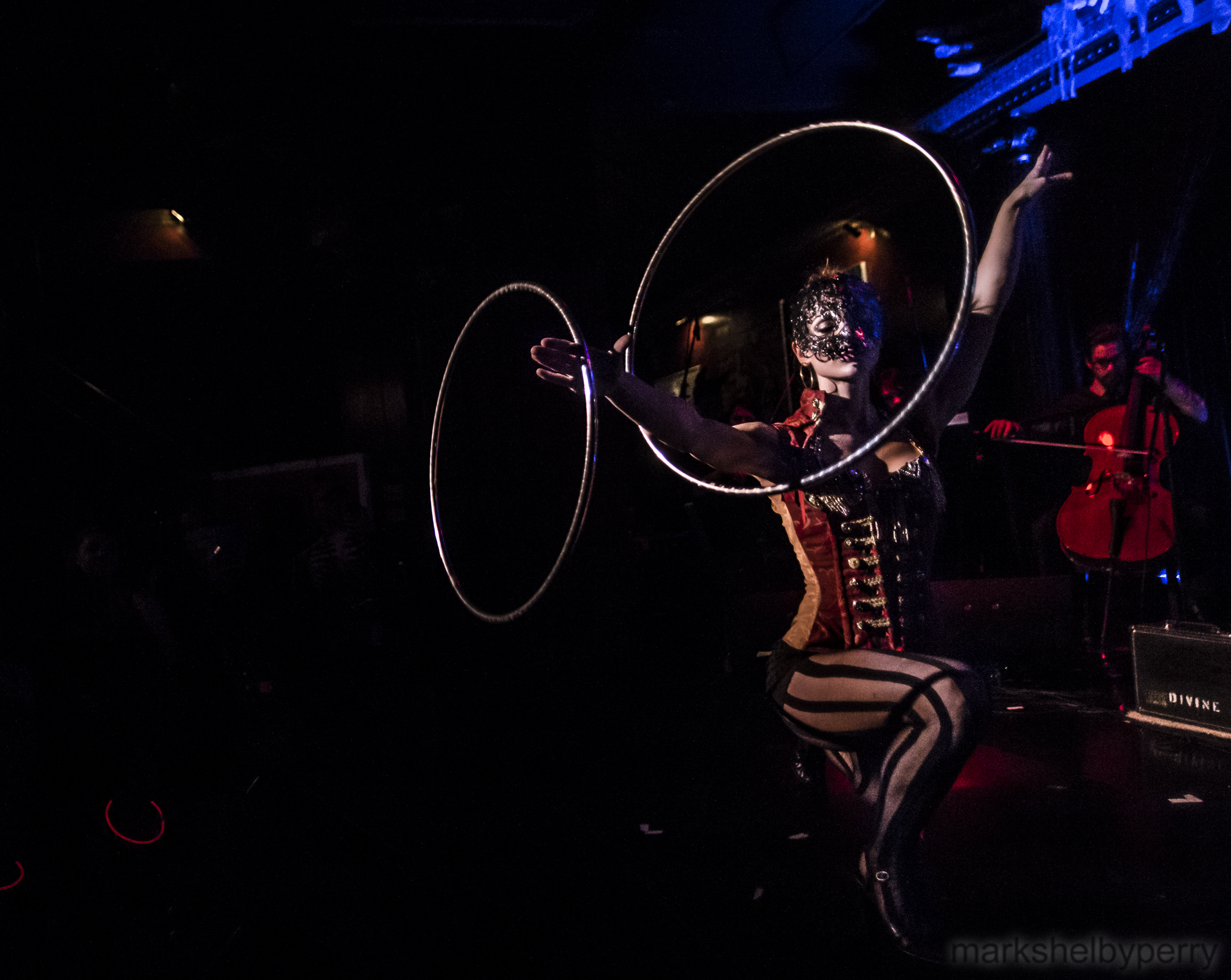 Cirque_Masked_Ringmaster.jpg