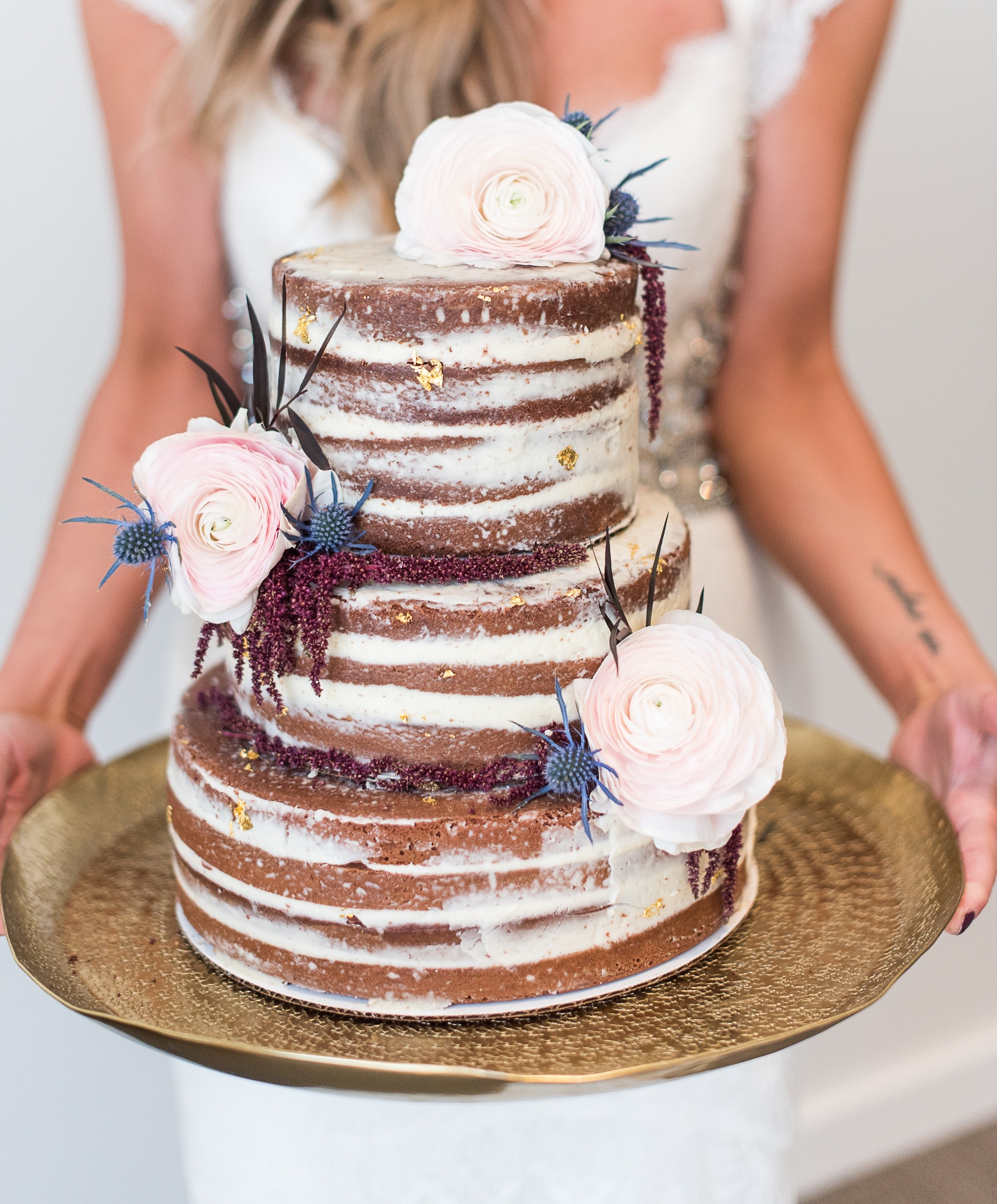 DESSERT CATERING - Stand out from the crowd with your customized display of handcrafted bite size desserts that every guest will love. Astonish your guests with an enchanting cake that embellishes the romance and love of every moment.