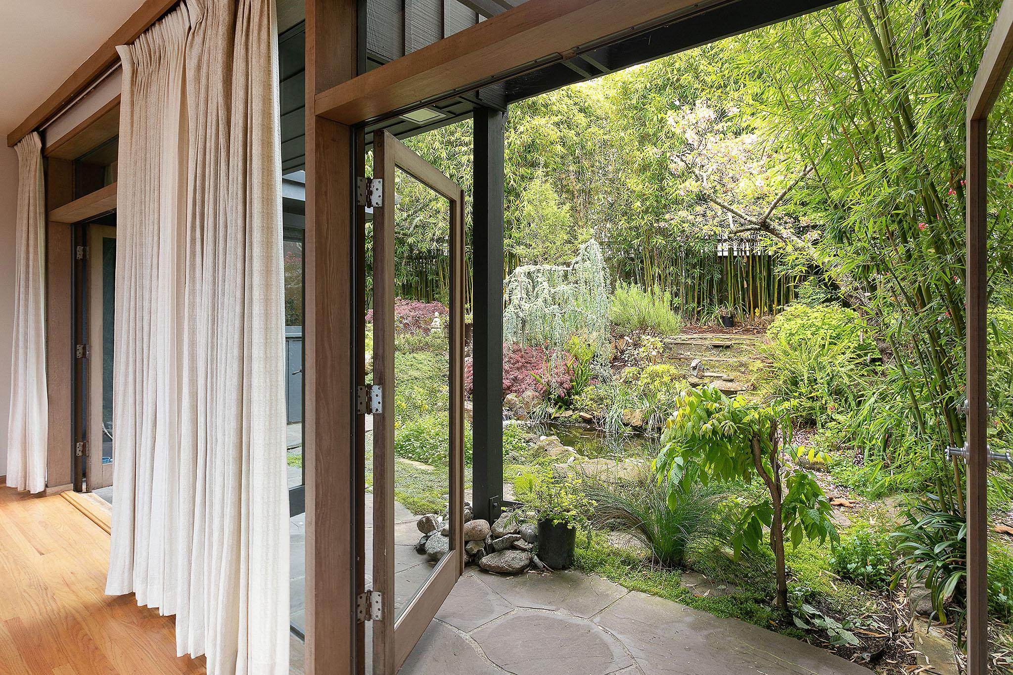 12 French doors to garden.jpg