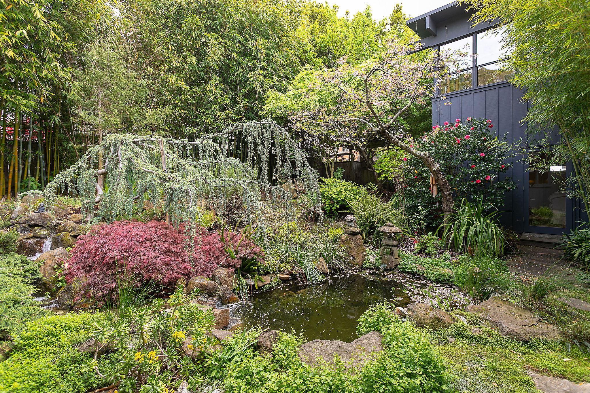13 Garden1.jpg