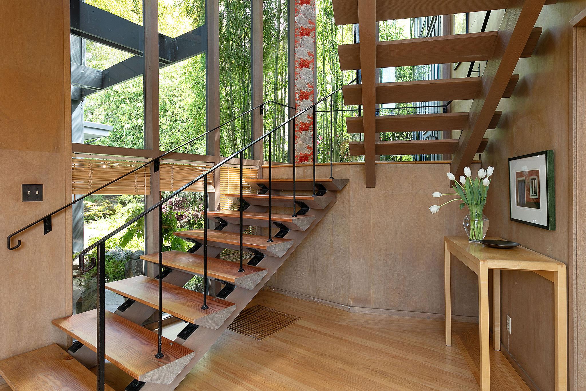 21 Staircase.jpg