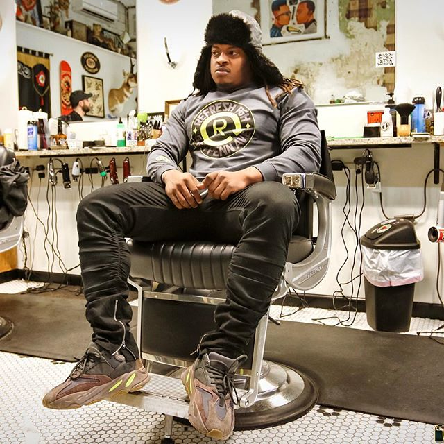 @topshotta_bj lounging in the shop. 📷 @d.m.r_photography