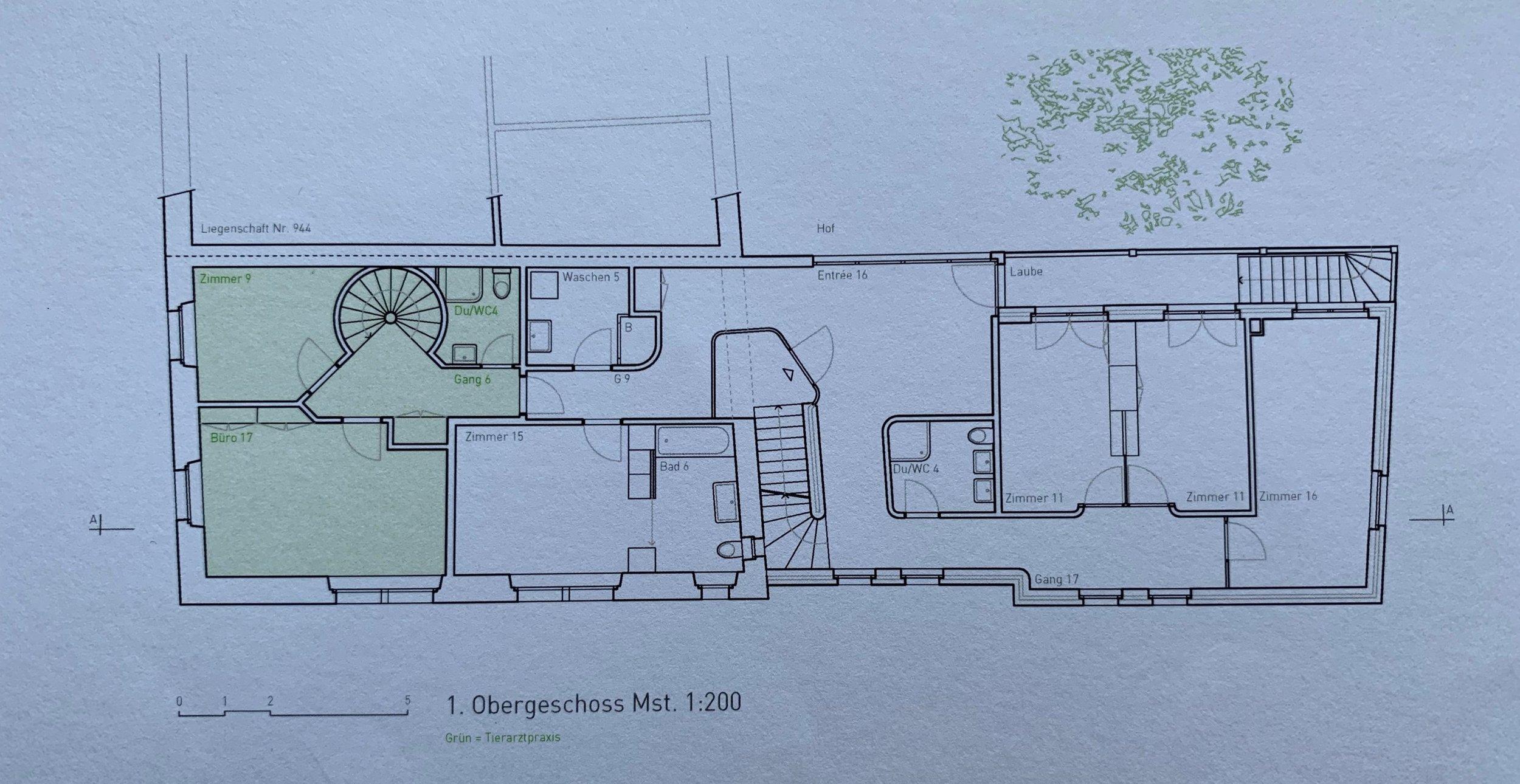 Grundriss 1.OG: Praxisräume sind ganz links (2 Zimmer, Wendeltreppe, Dusche/WC)