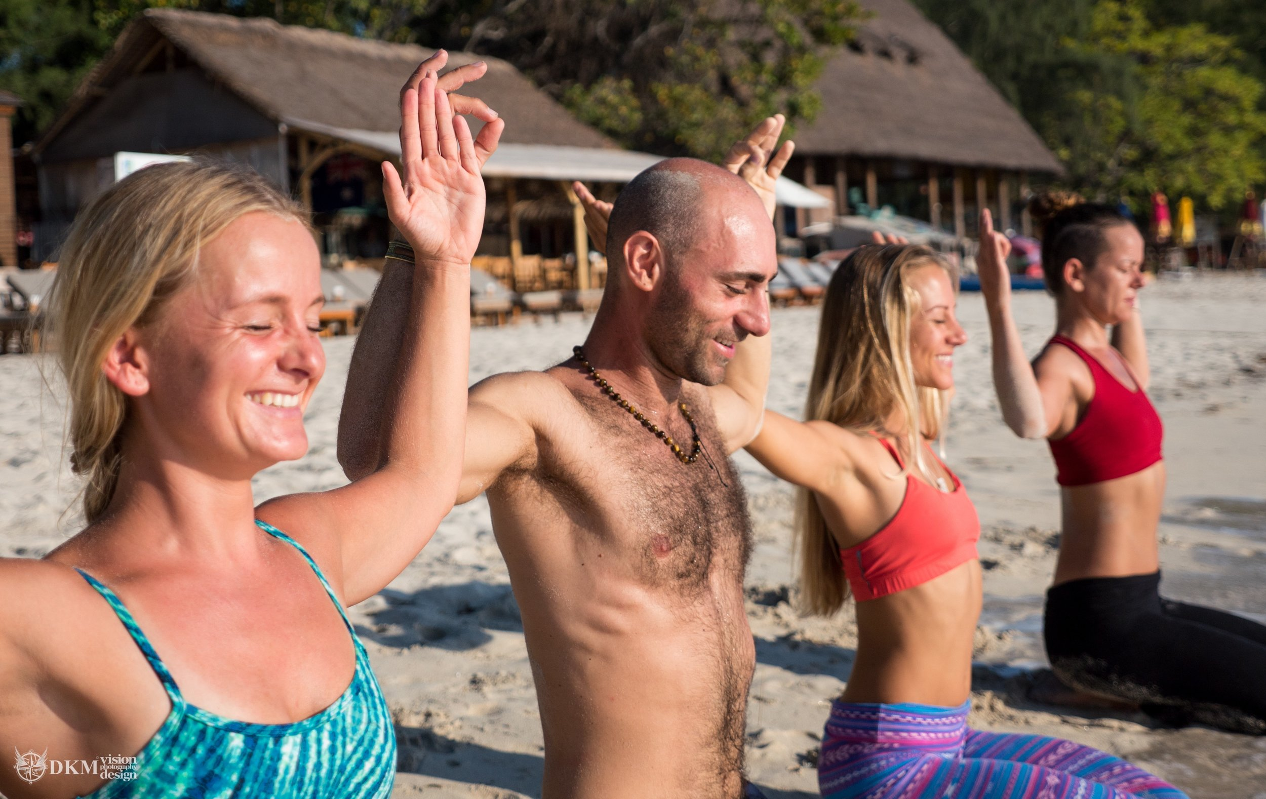 beach-yoga-gili-t.jpg