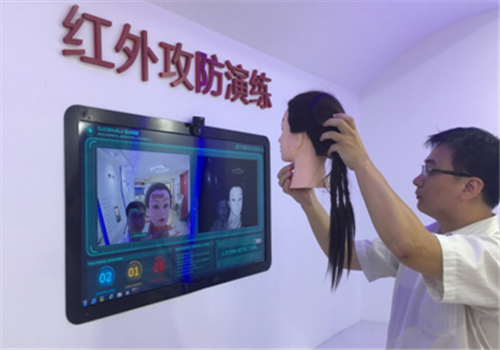 The technology, developed by Chongqing Cloud Walk Technology Co, can detect a person's face in less than one second with a successful recognition rate of over 99 percent, and can be used for banks and public security areas to avoid illegal activities.
