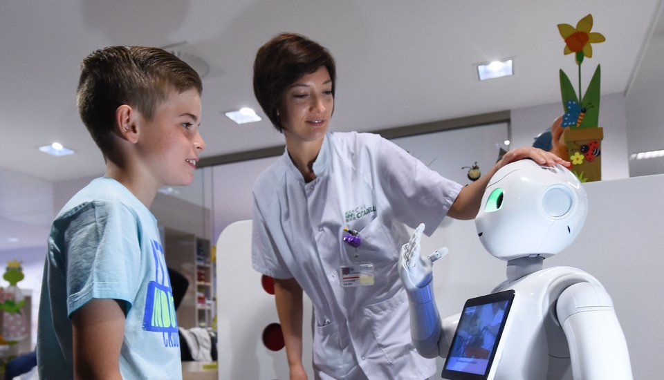 An example of robotics in healthcare, largely fulled by artificial intelligence. Credit: Seeker