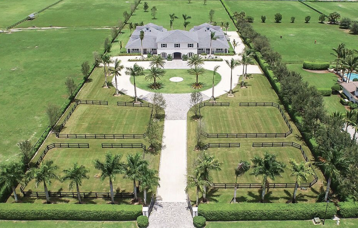 The long driveway leading up to the barn at Back Country's Wellington, FL seasonal location.