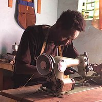 Fouss is one of our tailors in Burkina Faso. He is Siakas cousin and makes bags & headwear.