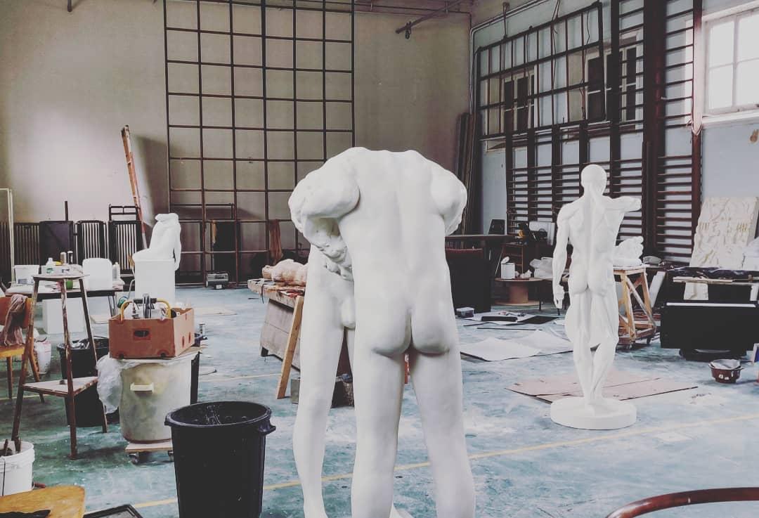 Transformatie turnzaal naar atelier www.michaelpycke.com en www.edithronse.be -
