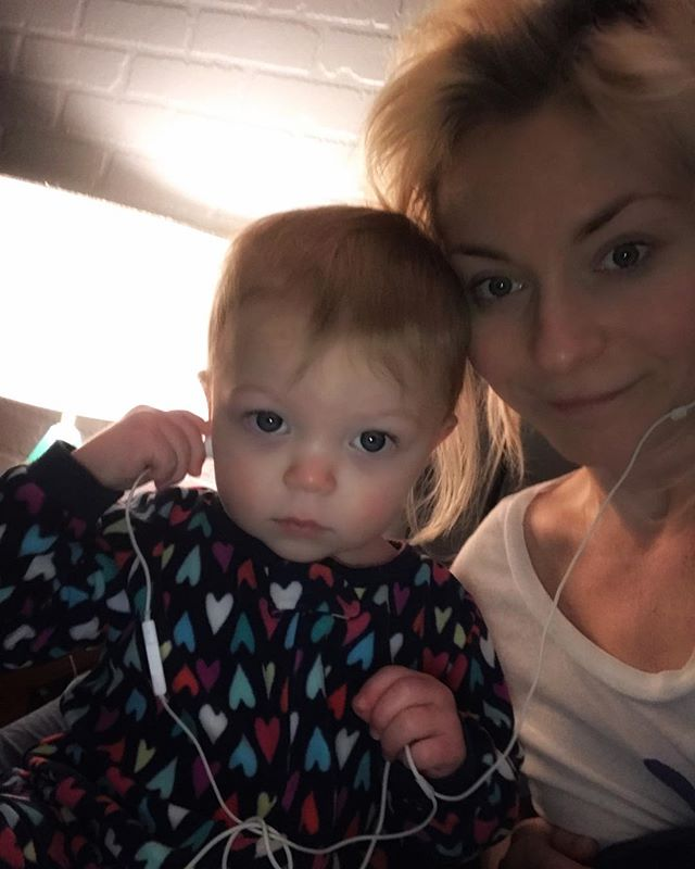 Friday Vibes 😎🎧 #helloinstagram #babysnuggles #iwokeuplikethis