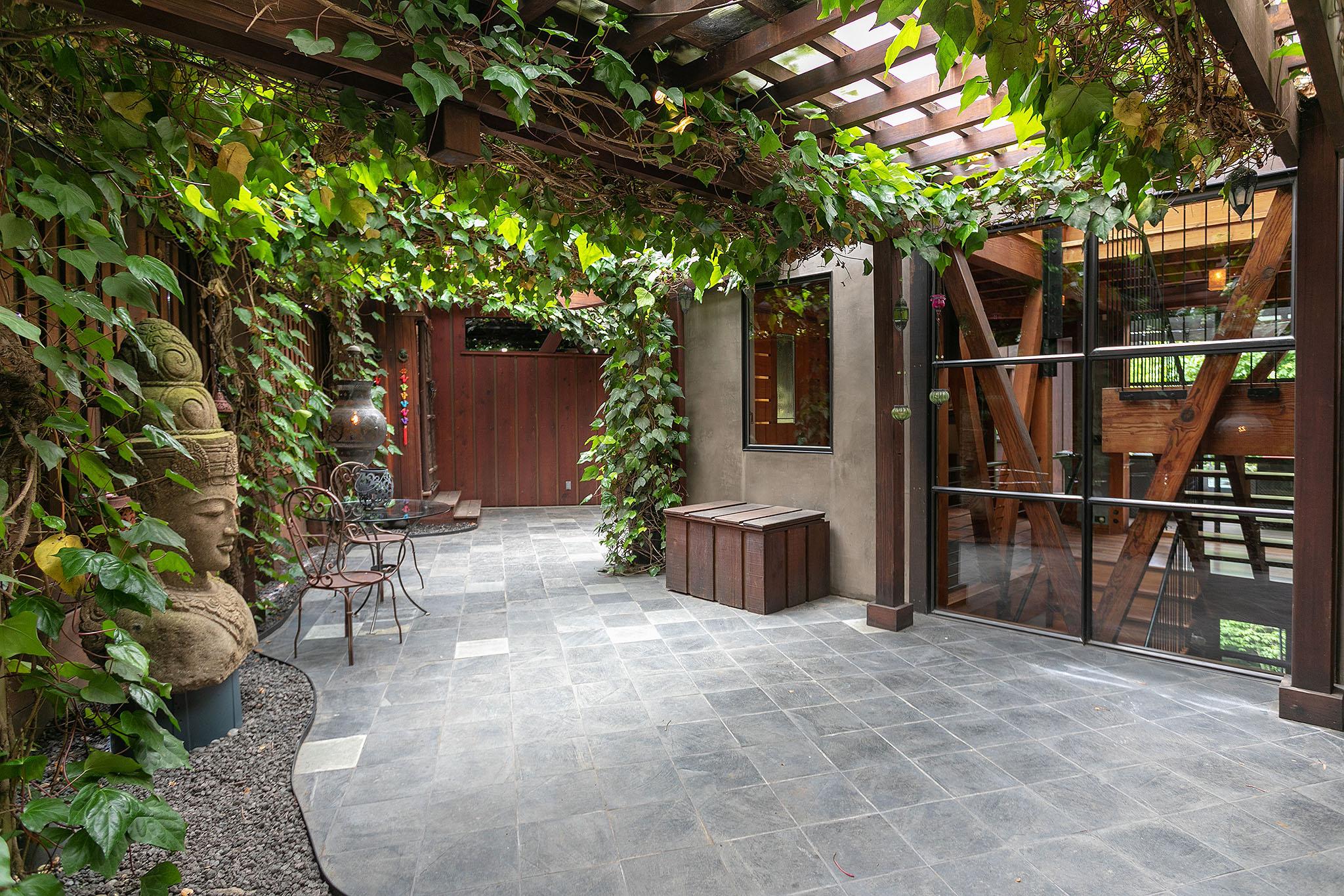 19 Inner courtyard.jpg
