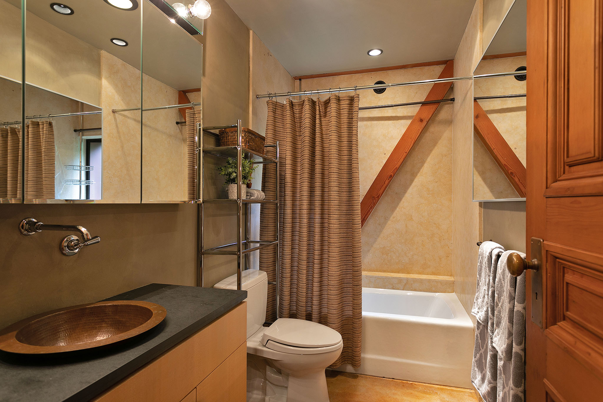 31 bath2.jpg