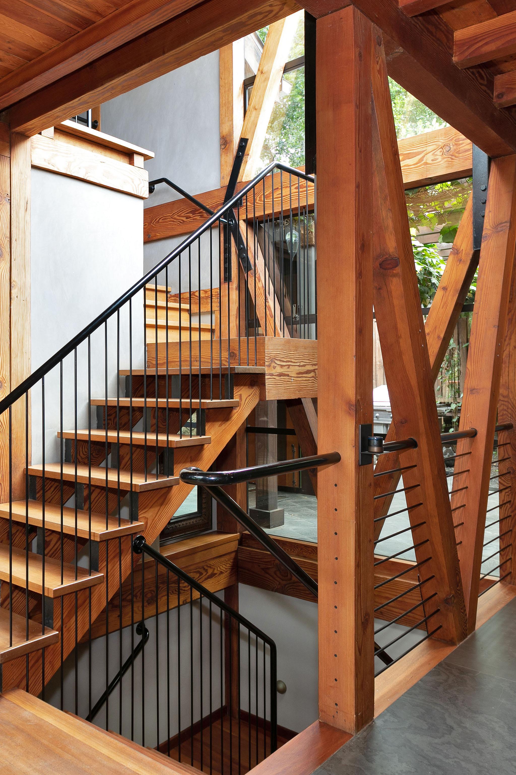 37 Staircase2.jpg