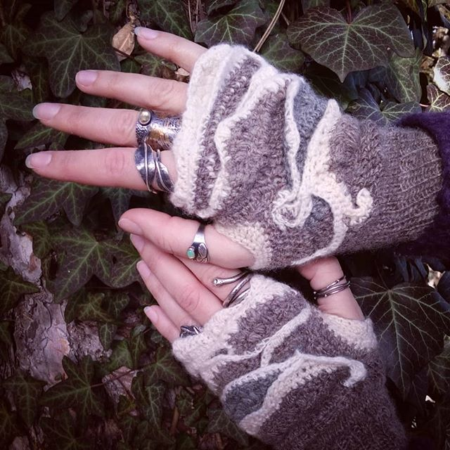 Ice and Stone Mitts