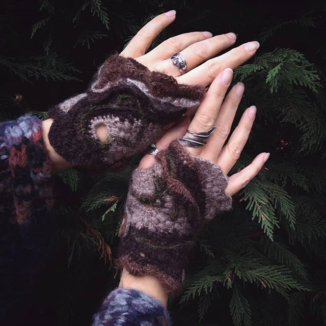 Of Bark and Moss Mitts