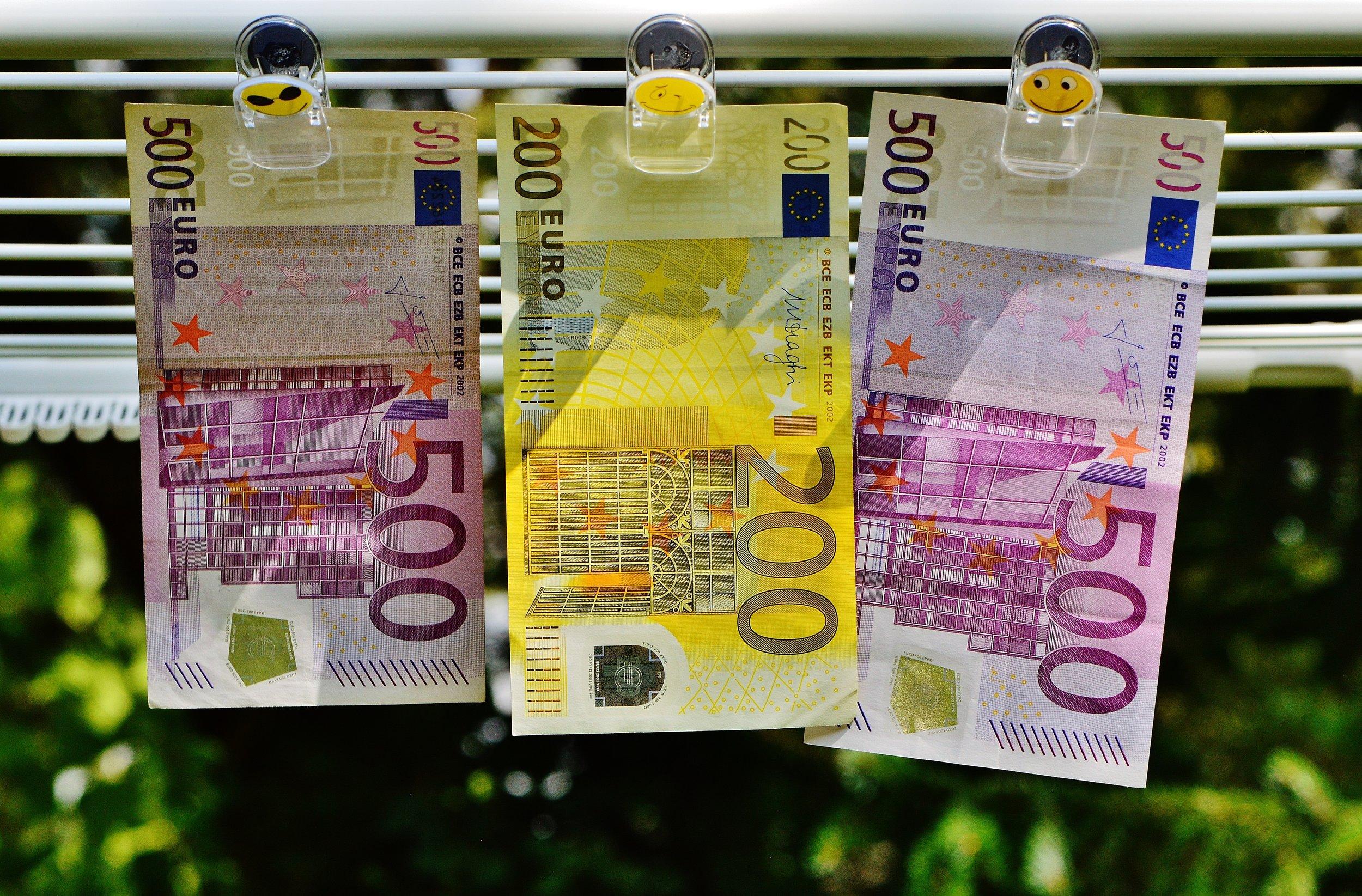 cash-currency-euro-164529.jpg