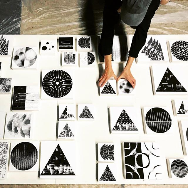 "◾️🔲⬛️▫️◾️◽️⬜️🔳 ""Score of Squares"" in the making! with @wallplaynetwork hands on @loui_foo @martha_skou 🤚🏻🖐🏼⬜️➰🔈 #fooskou #louisefoo #marthaskou #art #design #technology #interactiveart #visualart #danishdesign #contemporaryart #artistlife  #sound #music #sounddesign #soundart #artandtech #kunstgørenforskel #statenskunstfond #danishartsfoundation #voreskunst @statenskunstfond #danishdesignnow #denmarkinarts"