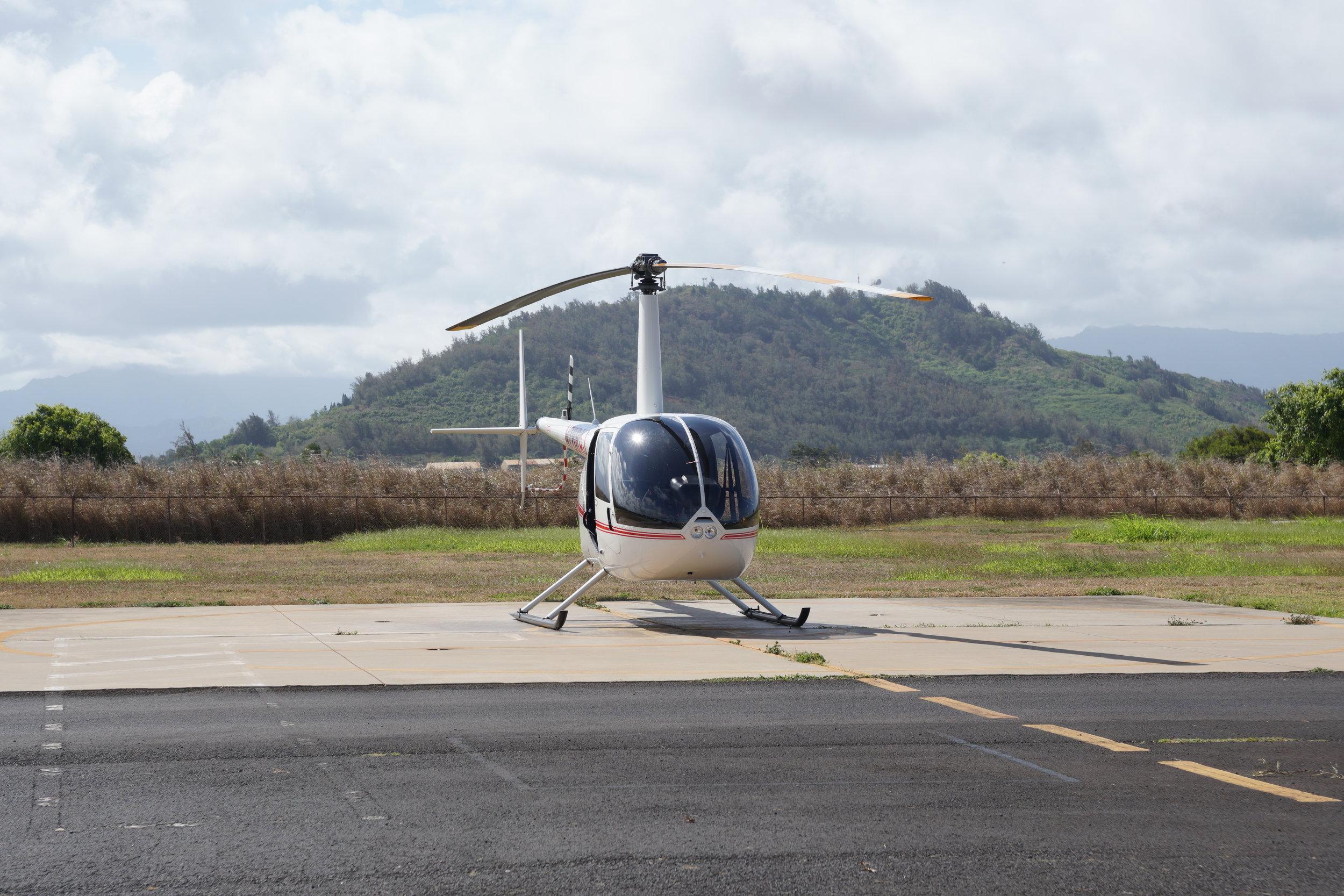 Der frisch polierte Helikopter R44 steht für uns bereit 😊