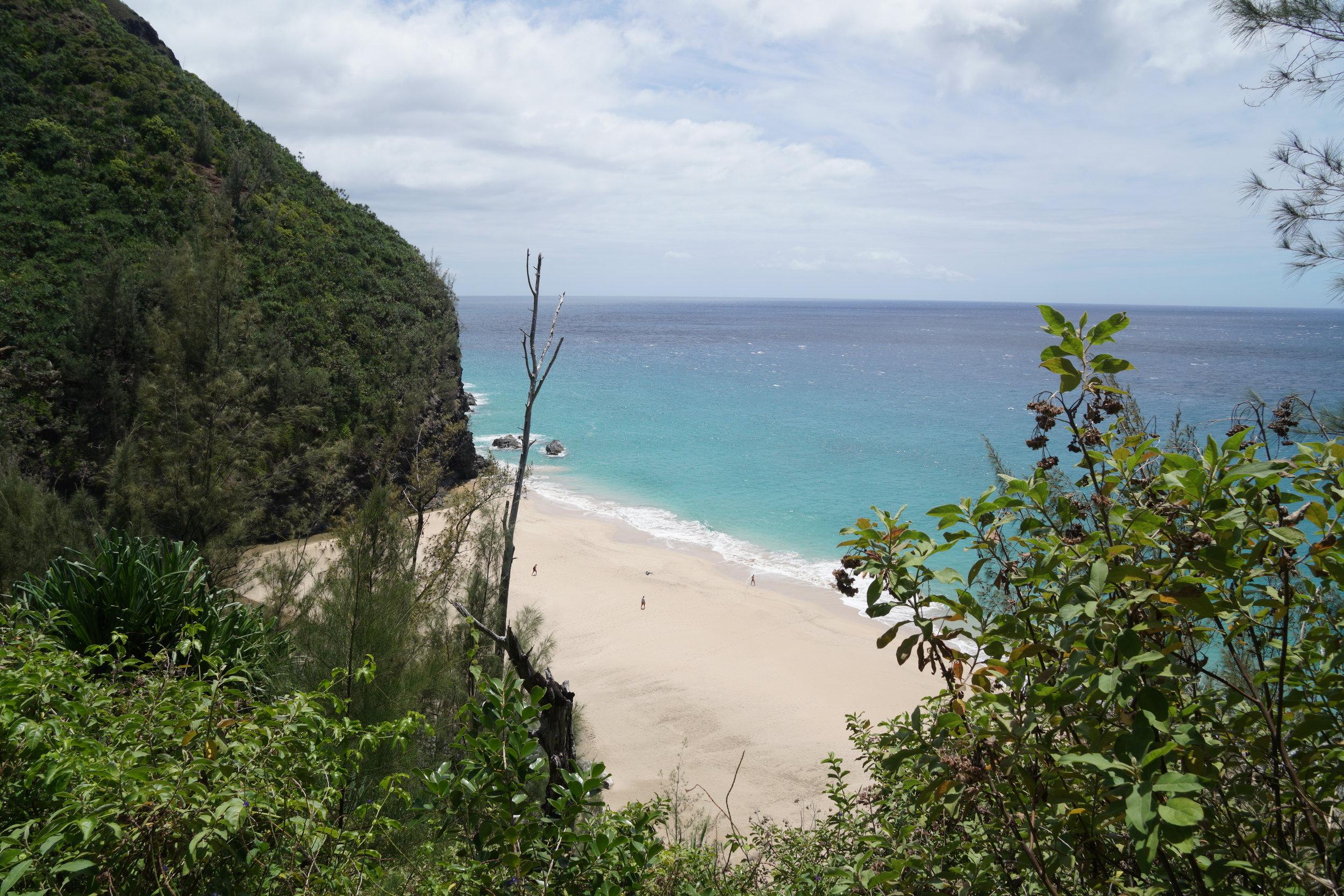 Hanakapi'ai Beach. Die benachbarte Bucht war sogar Drehort für Pirates of the Caribbean!
