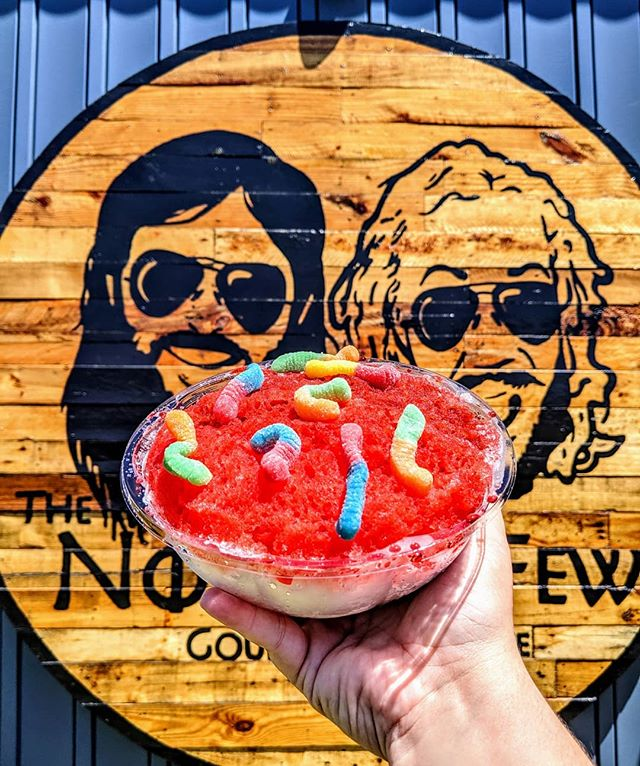 Tuesday's are meant for Tutti Frutti and Tigers Blood ! [And sour gummy worms of course 😄] What's your favorite flavor combination?? Let us know in the comments ⬇️ Come see us today from 12-9 at TR, Powdersville and Five Forks! . . . . . #thenomadikfew #shavedice #shaveice #upstatesc #yeahthatgreenville #eatmoresnow #powdersvillesc #nomadikfew #snomadik #summervibes #travelersrest #travelersresthere #simpsonvillesc #greenvillesc #hereingreer #shoplocal #shopsmall #supoortlocal