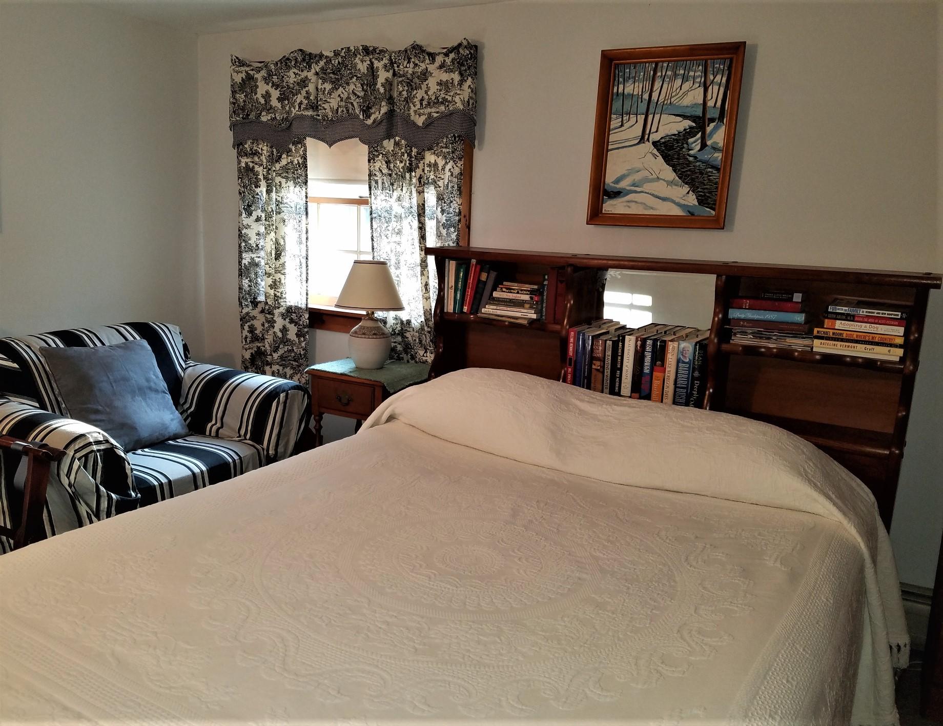 Room1bed.jpg