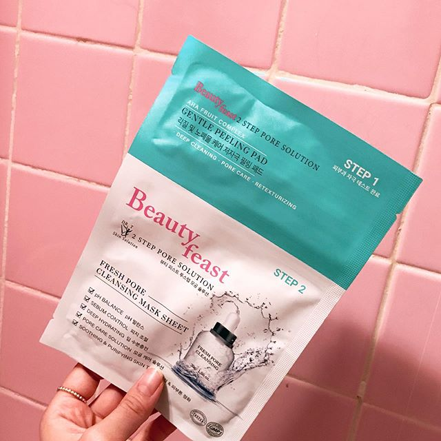 Fridayyyyyyyy 🙏🏻💝 It is so hot and humid outside stay cooooool guys !  Free shipping on all orders check our website⚡️ #beautyfeast#nybeautyfeast#2stepmasksheet#facialmask#cosmetic#makeup#skincare