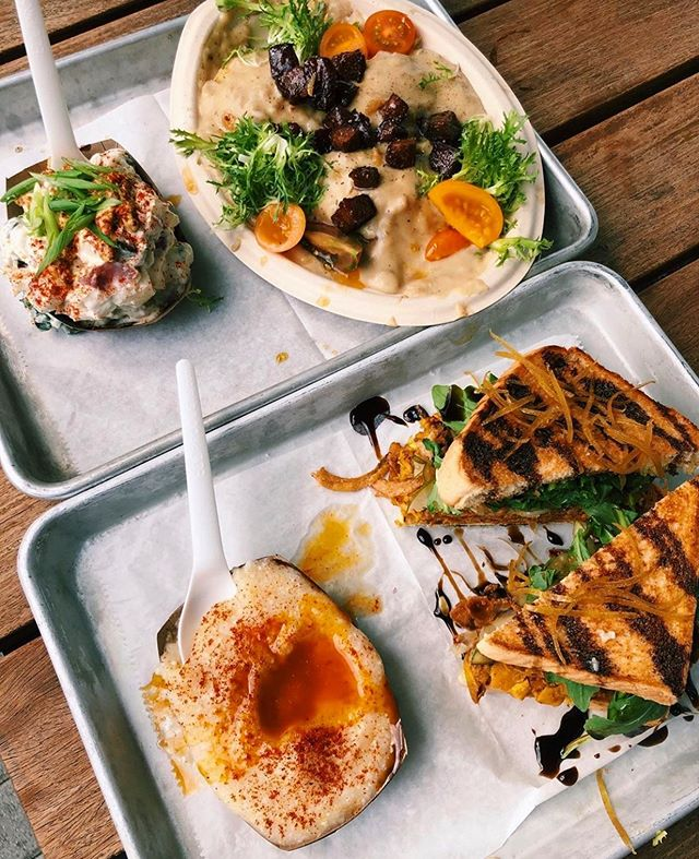 🍅🥪🌽 Home sweeeeet @armatureworks_tampa home! Cause sometimes y'all gotta have yer FIIIIIIIINE VITTLES with a side of rooftop tiki bar & a sprinklin' of paddleboarding along the bay! 🐘 .  #dixiedharma #finevittles #armatureworks #tampavegan #tampavegans #vegan #plantbased #brunch #veganfood #veganfoodshare #biscuitsandgravy #jackfruit 📸 @veggiekarine 🥰