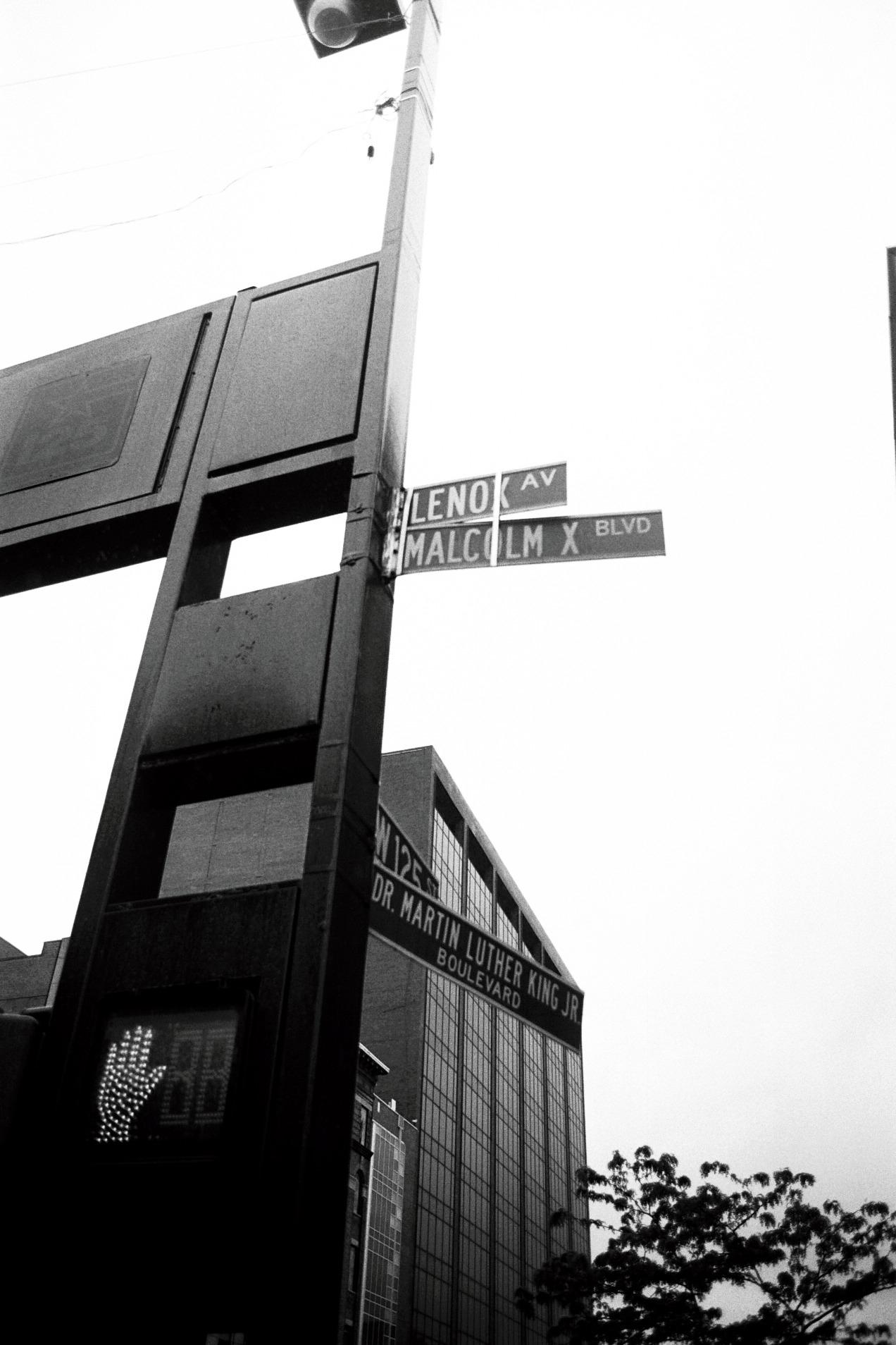 03_CANON_EOS_1N_BW_Harlem_NYC_copyright_thomasApp.jpg