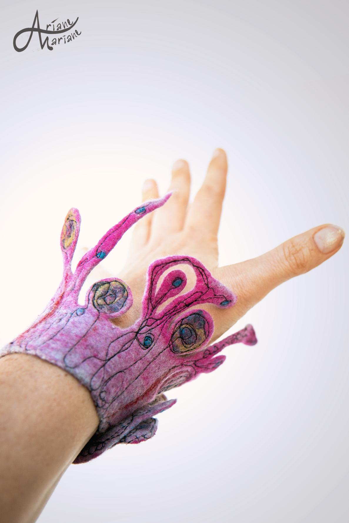 textile-art-bracelet-pink-felt-6500.jpg