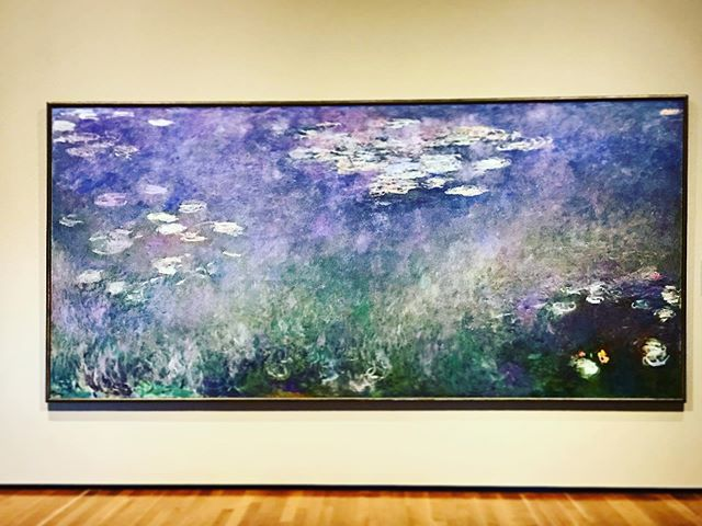I could spend hours contemplating this beautiful masterpiece. I feel like I've been transported back to my favorite lake In Minneapolis,MN . . . . . . . #jeffreyramirezdesigns #interiordesigninspiration #jeffreyramirez #interiordesigner #interiordesignersofinsta #monet #inspiringartwork #arttherapy #artlover #interiordesignerslife #interiordesignercincinnati